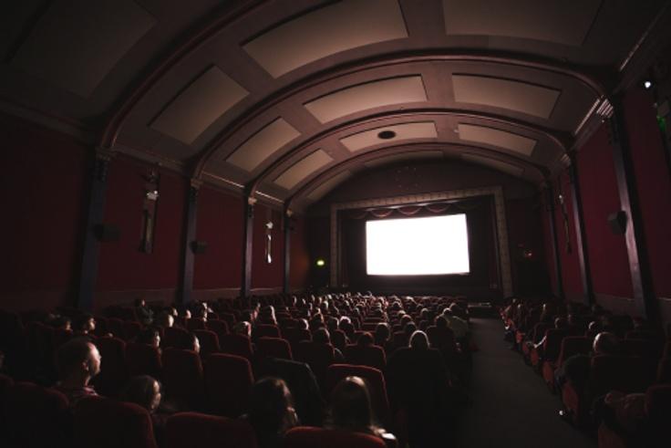 Học tiếng anh giao tiếp thông qua xem phim.jpg